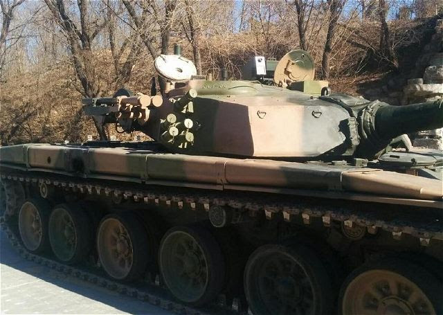 China ha mejorado su principal tipo de tanque de batalla casera 98 con MANPADS (Sistema de defensa aérea portátil) sistema de misiles. Un panorama lanzamientos en Internet muestra dos lanzadores de sistema de defensa aérea de corto alcance montado en el lado derecho de la torreta.