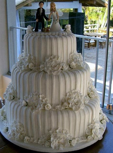 Ivory 3 tier wedding round cake with vertical white
