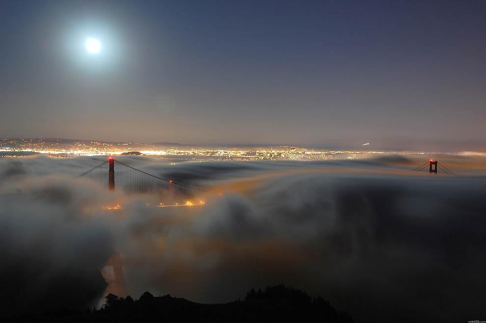 3225 City shrouded in mist