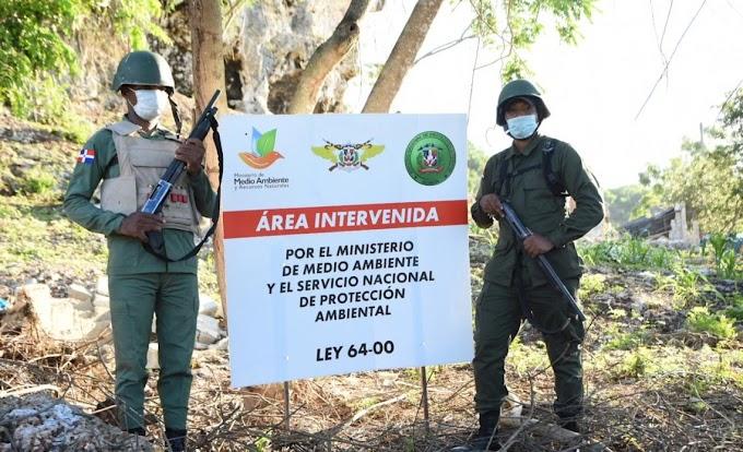 MEDIO AMBIENTE DESOCUPA ÁREA INVADIDA EN LOS FARALLONES DE SANTO DOMINGO ESTE