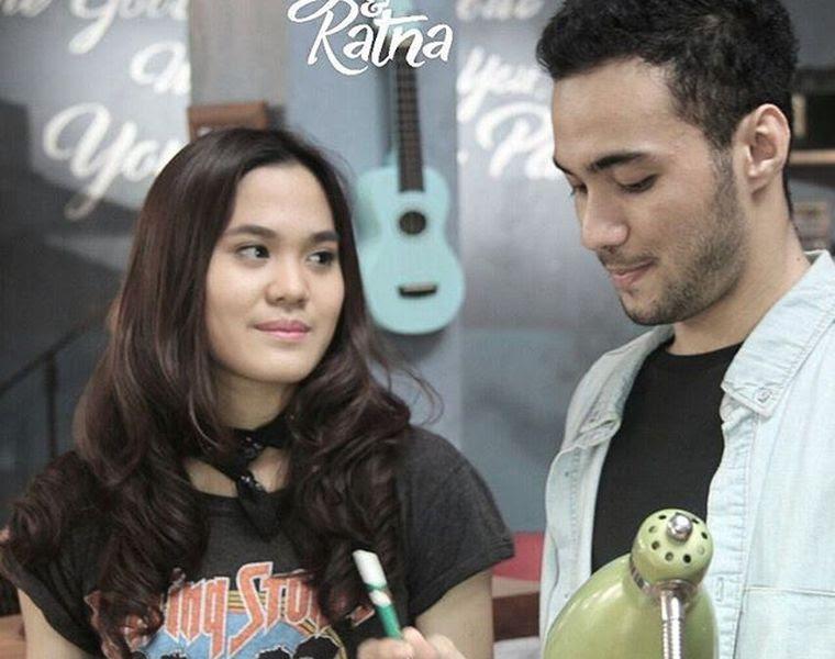 6 Pelajaran Pdkt Sama Cowok Introvert Dari Karakter Ratna Di Film Galih Ratna Cewekbanget