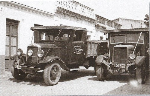 flota de camions de la companyia d'en Lluís Figueras l'estiu del 1949