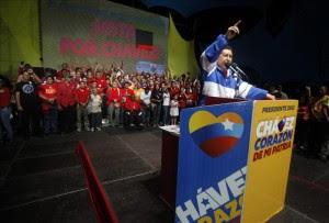 El presidente venezolano, Hugo Chávez (c), durante un evento de campaña en Coro, estado Falcón (Venezuela).EFE