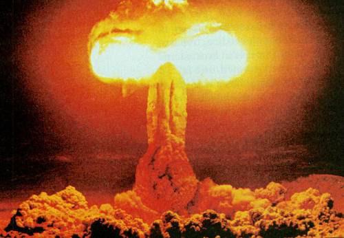 Bomba atômica é um estupro