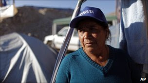 Maria Silva, the mother of miners Florencio Avalos and Renan  Avalos, waits for news (12 October 2010)