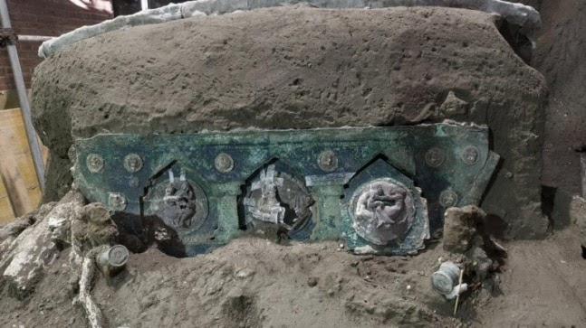 Exceptional discovery: Archeologists find 2,000 year old chariot intact near Pompeii https://ift.tt/2NDojqB