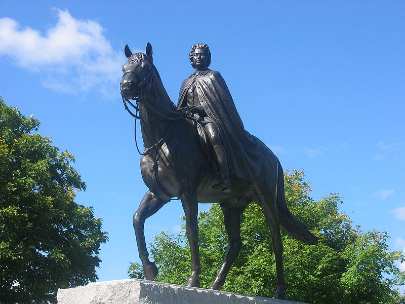 Archivo:Statue Elizabeth II 2.jpg