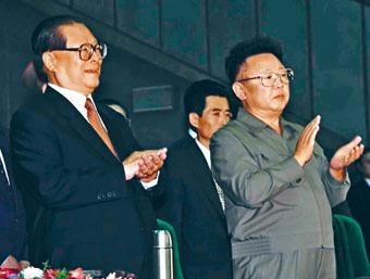 ■二○○一年江澤民訪問北韓,和金正日在平壤出席活動。