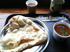 chicken curry, naan & chai @ sol