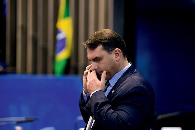 Justiça proíbe TV Globo de exibir documentos do caso Flávio Bolsonaro