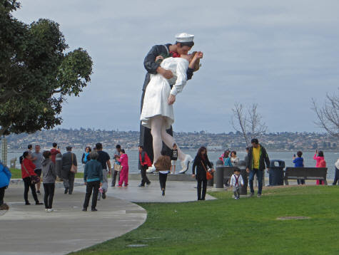Iconic Pose of WW2 Couple Captured in San Diego Statue