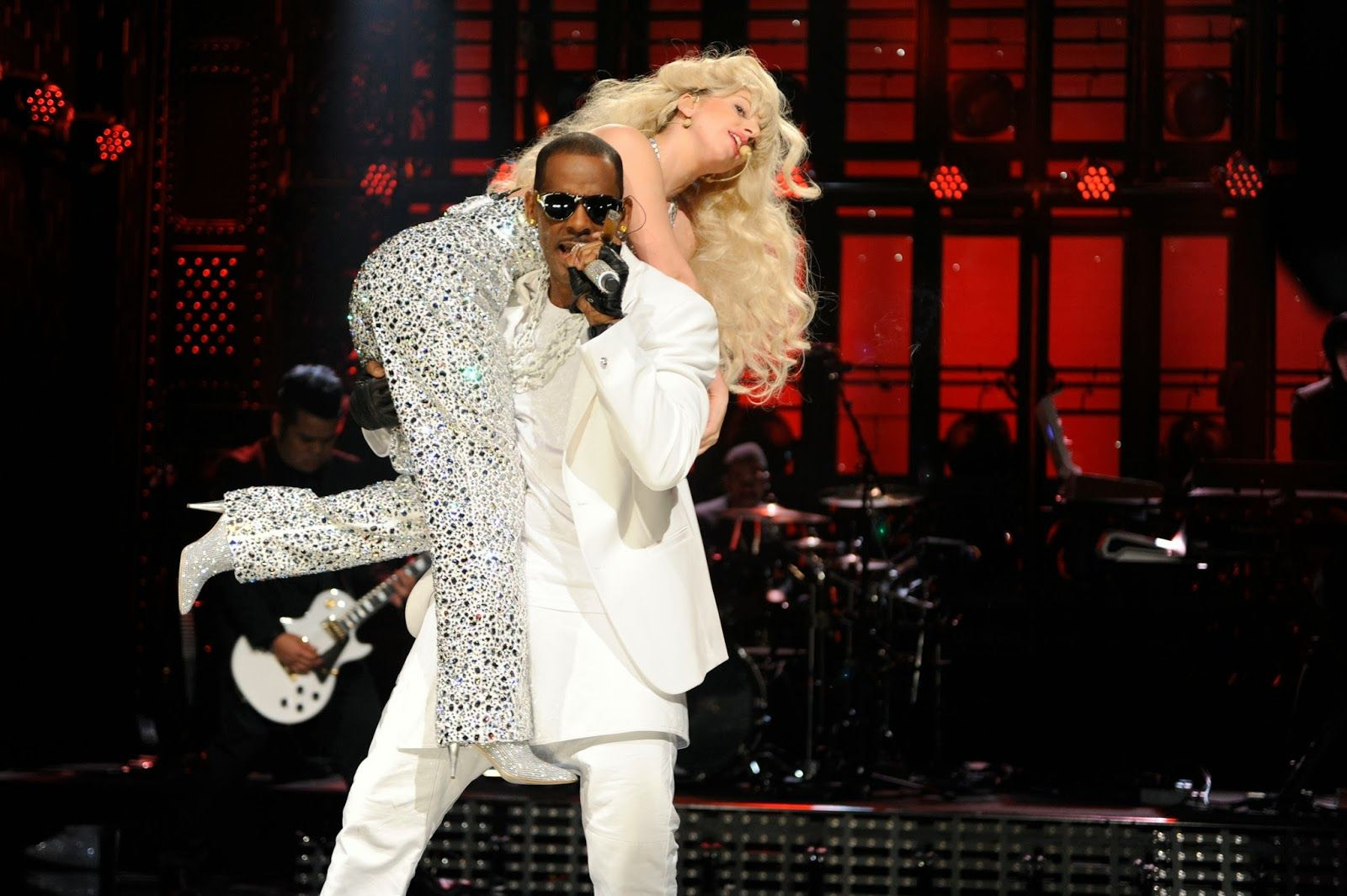 Lady GaGa & R. Kelly : SNL 2013 photo GAGAGALAXYNET7.jpg