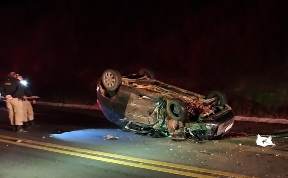 Carro ficou destruído com o acidente (Foto: Reprodução Redes Sociais)