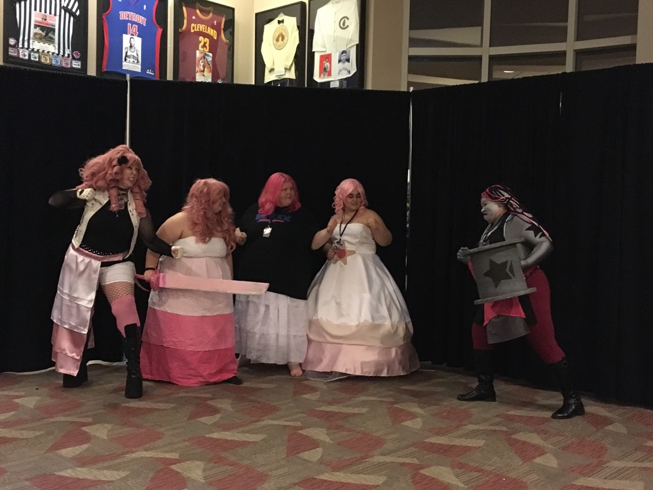 Second to last post (thank God. Tumblr's really glitching out posting these lol) SU photoshoot pt 5 Shuto Con 2017 pics pt 7 If your cosplay is featured send me a PM and I'll add credit 😄