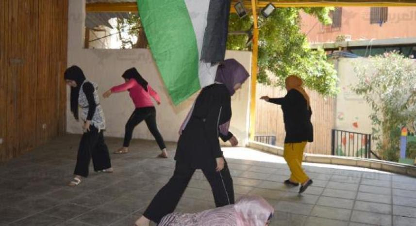 فلسطينيات من برج البراجنة على المسرح