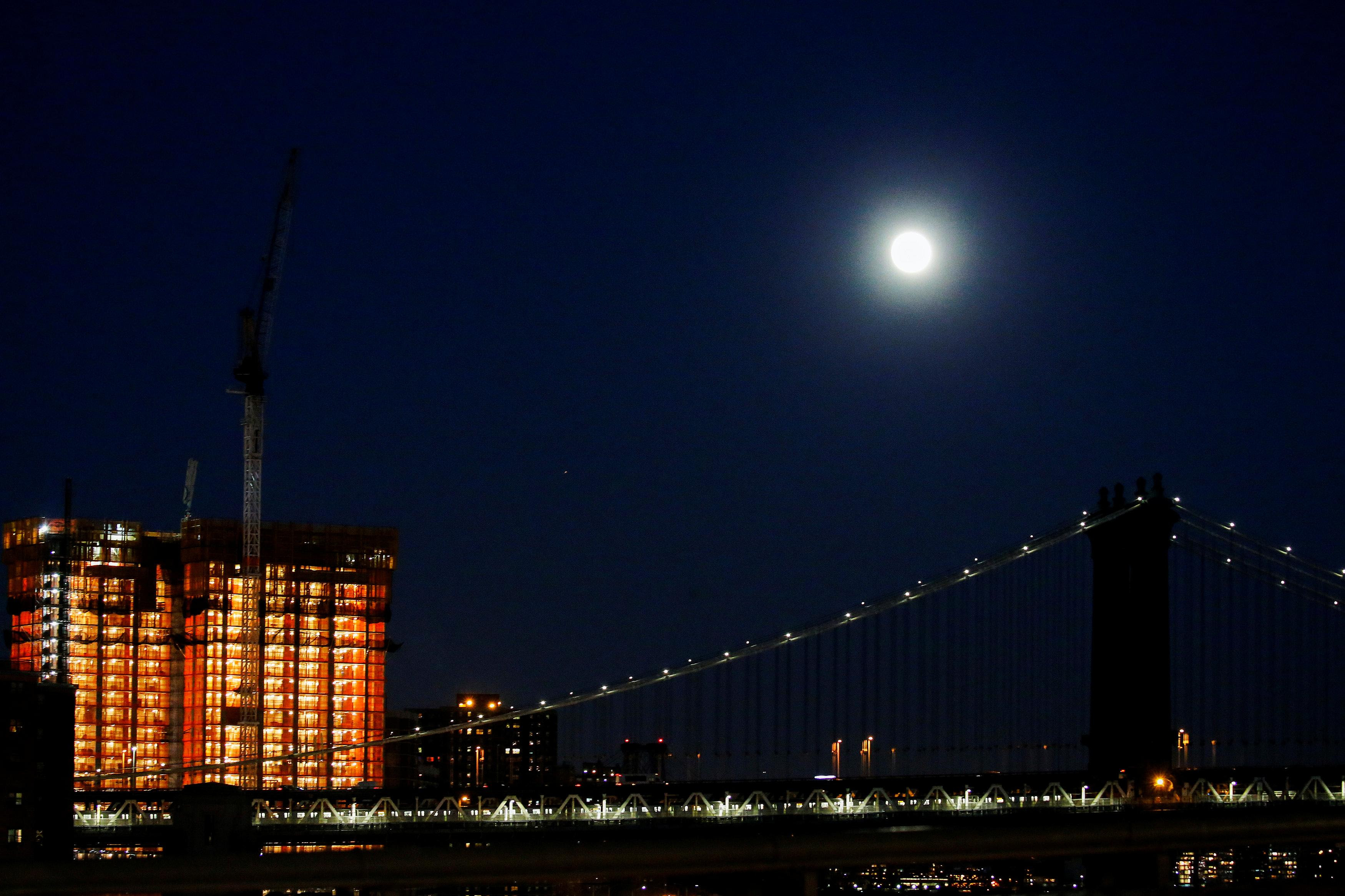 Manhattan Bridge, New York supermoon