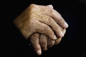 CONAPAM alerta casos de violencia contra adultos mayores. Foto con fines ilustrativos.