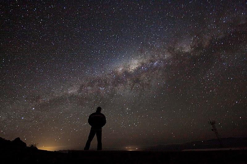 File:Admiring the Galaxy.jpg