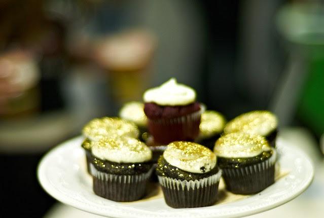 golden sparkly cupcakes