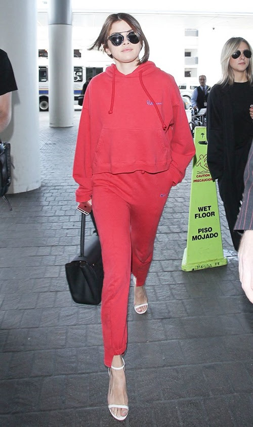Selena Gomez không thèm mặc 7 món này từ lâu rồi! - 8