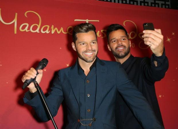 Ricky Martin e estátua de cera (Foto: Getty Images)