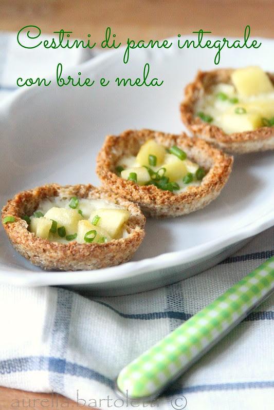 Cestini di pane integrale con brie e mela (C)