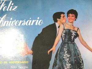 Disco Feliz Aniversário, que lançou o Parabéns a Você no Brasil. Autora é de Pindamonhangaba (Foto: Márcio Rodrigues/G1)