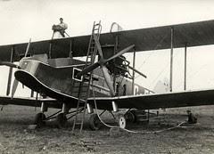 Tanken van een vliegtuig / Airplane provided w...