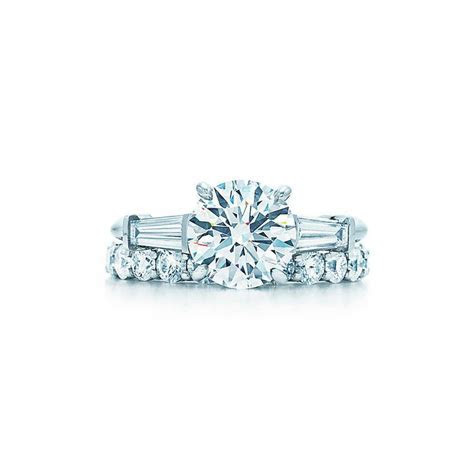 Round Brilliant Diamond Engagement Ring with Tapered