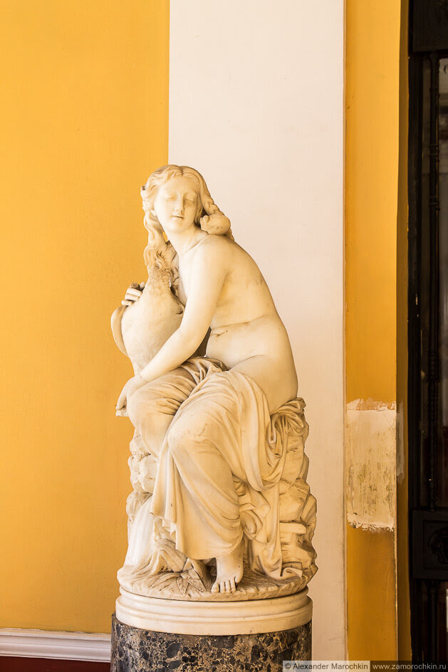 Женская фигура с амфорой. Дворец Ахиллеон, Корфу