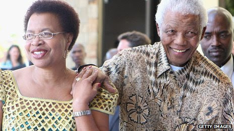 Nelson Mandela (R) and his wife Graca Machel - 2 April 2009