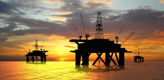 """<span class=""""entry-title-primary"""">Estados Unidos ha sido decisivo en el desplome de los precios del petróleo</span> <span class=""""entry-subtitle"""">Ha aumentado su producción promedio en 2.6 millones de barriles por día desde enero de 2013</span>"""