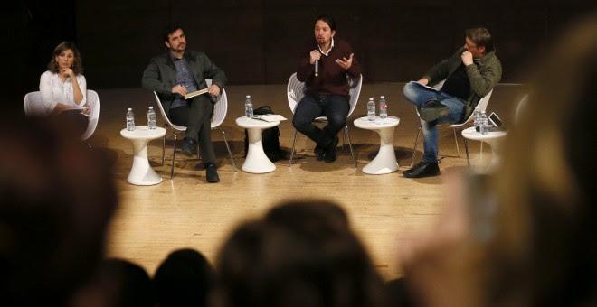 El secretario general de Podemos, Pablo Iglesias (2d); Alberto Garzón (2i), coordinador federal de Izquierda Unida; Yolanda Díaz (i), diputada de En Marea, y Xavier Domènech, portavoz de En Comú Podem durante el debate sobre el papel de las confluencias e