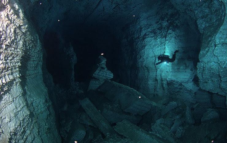 A maior caverna subaquática da Rússia 08
