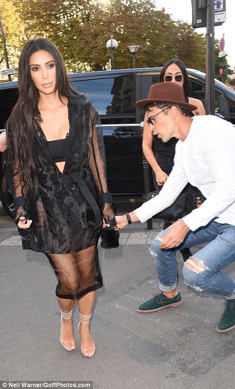 Cuidado!  Kim Kardashian falhou por pouco ao ser abordado por graves brincalhão moda Vitalii Sediuk - dois anos depois de ter causado o caos emboscando-la na Paris Fashion Week