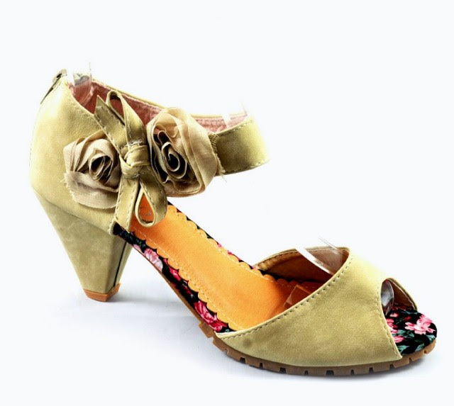 Girls-Womens-Beautiful-Casual-High-Shoes-Eid-Footwear-Collection-2013-by-Metro-Shoes-3