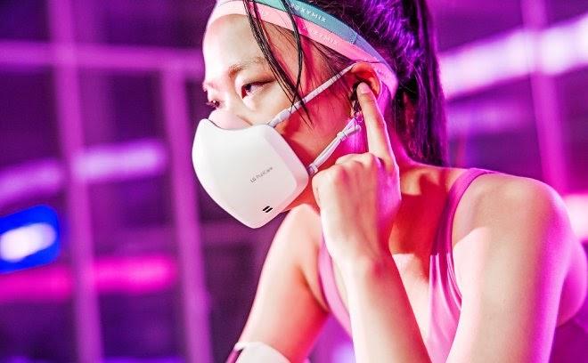 LG разработала защитную маску со встроенными микрофоном и динамиком