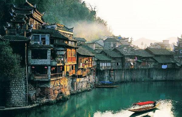 perierga.gr - Fenghuang: Μια πόλη που σταμάτησε στο χρόνο!