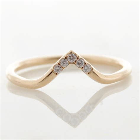 Classic / Modern Engagement Rings ? Made You Look Jewellery