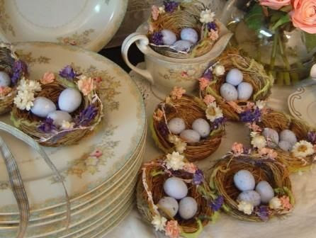 photo outdoor-easter-decorations-table.jpg