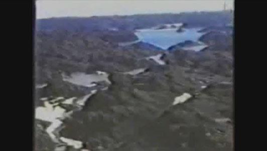"""Imágenes de video tomadas por el Almirante americano Richard Byrd el 19 de Febrero de 1947, en donde  muestra decenas de kilómetros de territorio boscoso y con lagos en el medio del Polo Sur. Éstas fueron tomadas durante la """"Operación Highjump"""" poco antes de dirigirse hacia Agartha"""