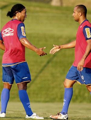 Ronaldinho e David treino Flamengo (Foto: Vipcom)