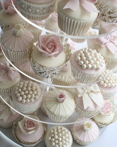Mismatched Wedding Cupcakes: Delicious and Beautiful - WeddingFavors.org