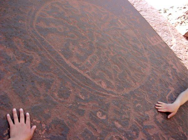 Enigmático petroglifo en Villazón