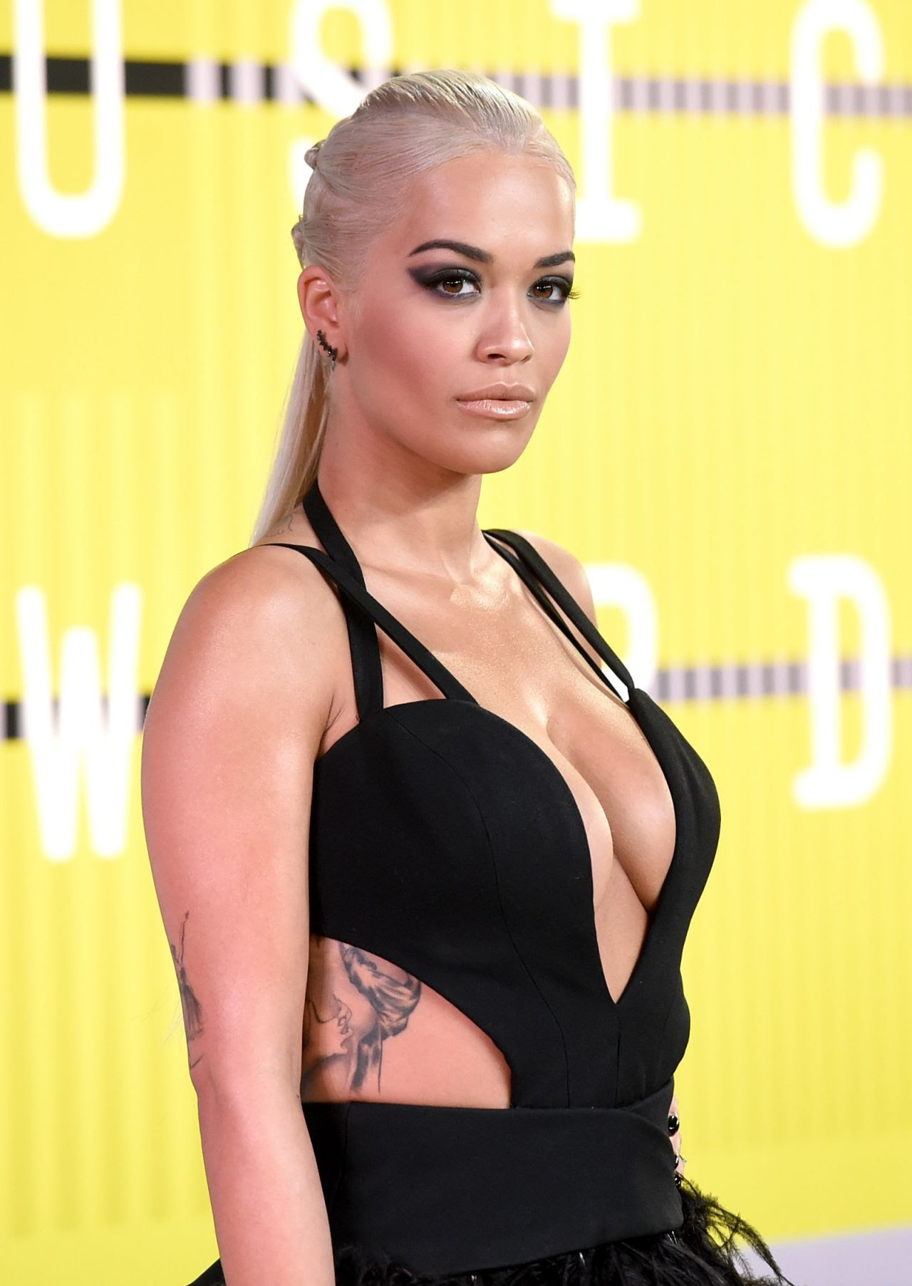 http://celebmafia.com/wp-content/uploads/2015/08/rita-ora-2015-mtv-video-music-awards-at-microsoft-theater-in-los-angeles_12.jpg
