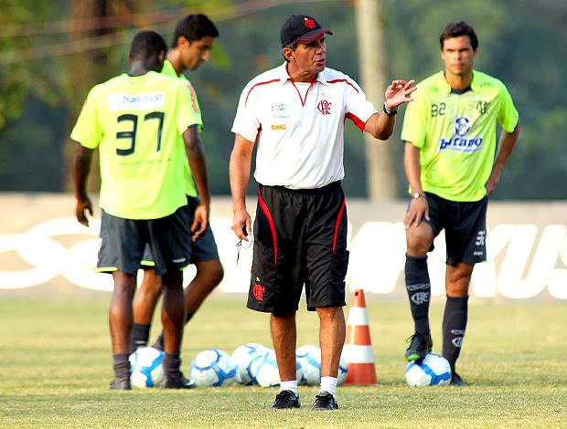 Toninho Barroso, técnico interino do Flamengo