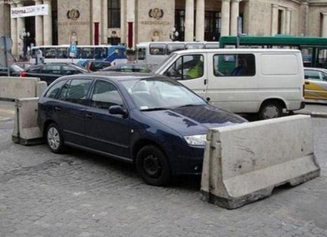Pessoas que não deveriam ter estacionado em lugares errados