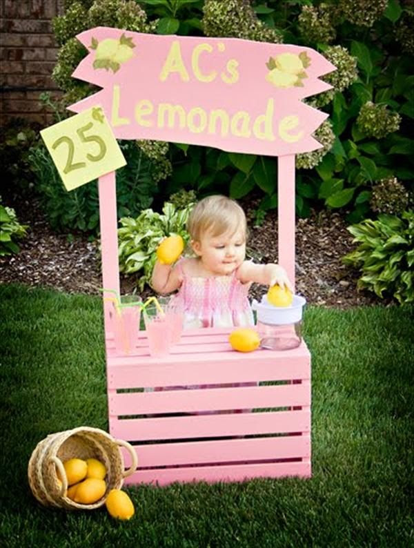 Pallet Lemonade Table | 99 Pallets