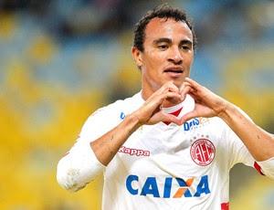 Alfredo comemora gol do América-rn contra o Fluminense