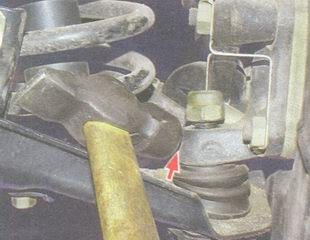 статья про Замена нижнего шарового шарнира передней подвески на автомобиле ВАЗ 2106